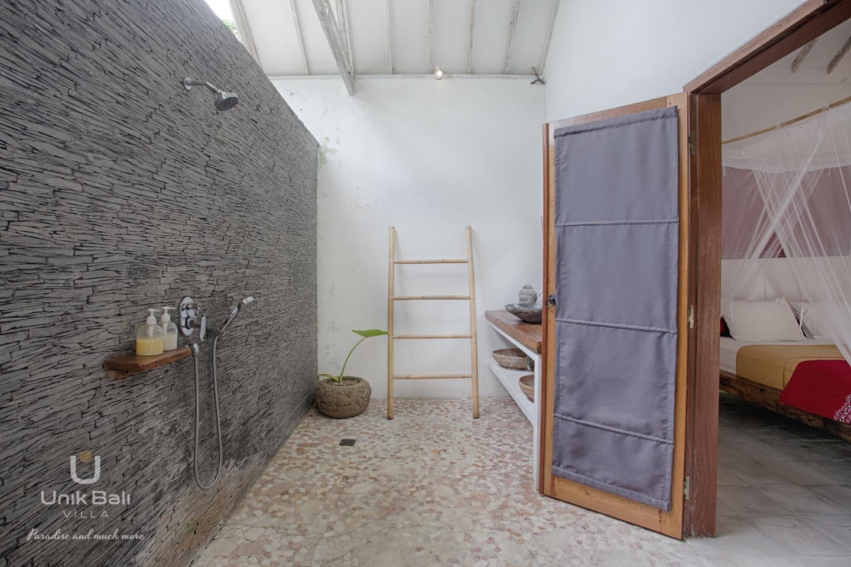 Unik Bali Villa A Vendre Bulan Room 01 Bathroom View 02