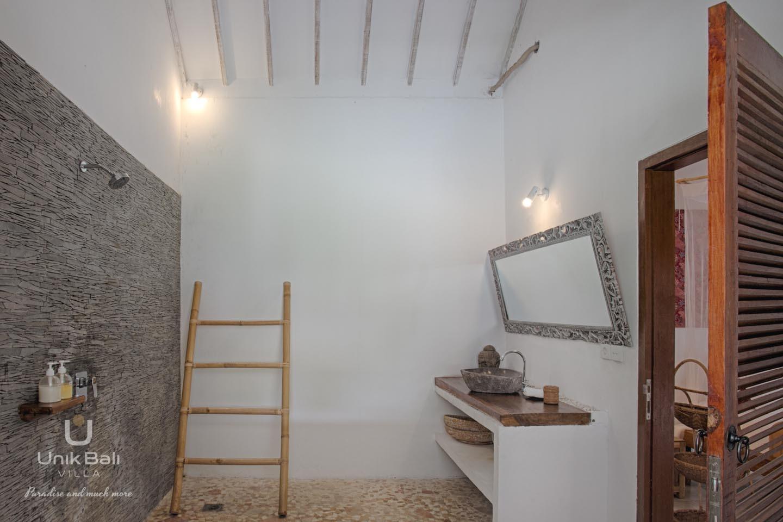 Unik Bali Villa A Vendre Bulan Room 02 Bathroom View 02