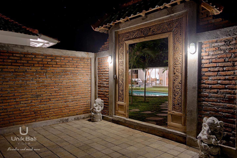 Unik Bali Villa Casa Maiko A Louer 59 Entrée Nuit