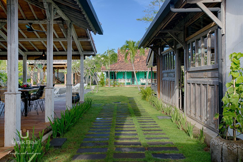 unik-bali-villa-cashew-a-louer-vue-entrée-jardin