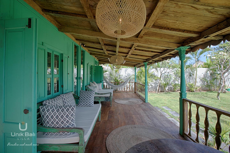 unik-bali-villa-cashew-a-louer-terrasse-hamac-lolita