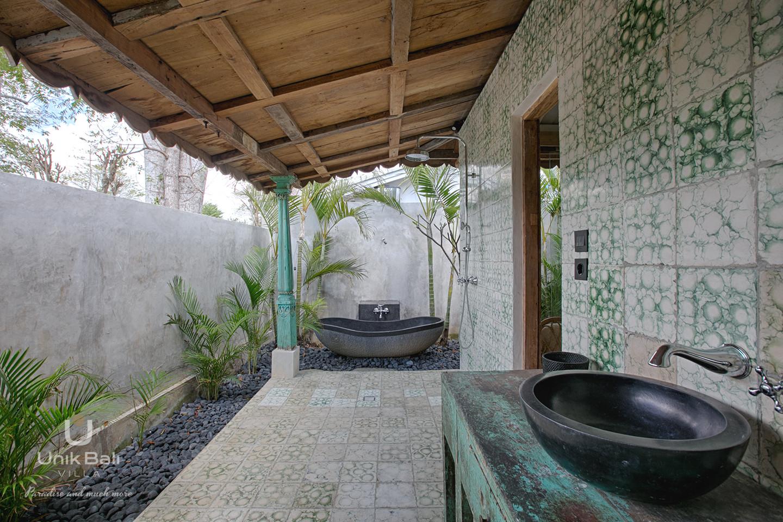 unik-bali-villa-cashew-a-louer-baignoire-salle-de-bain-chambre-4