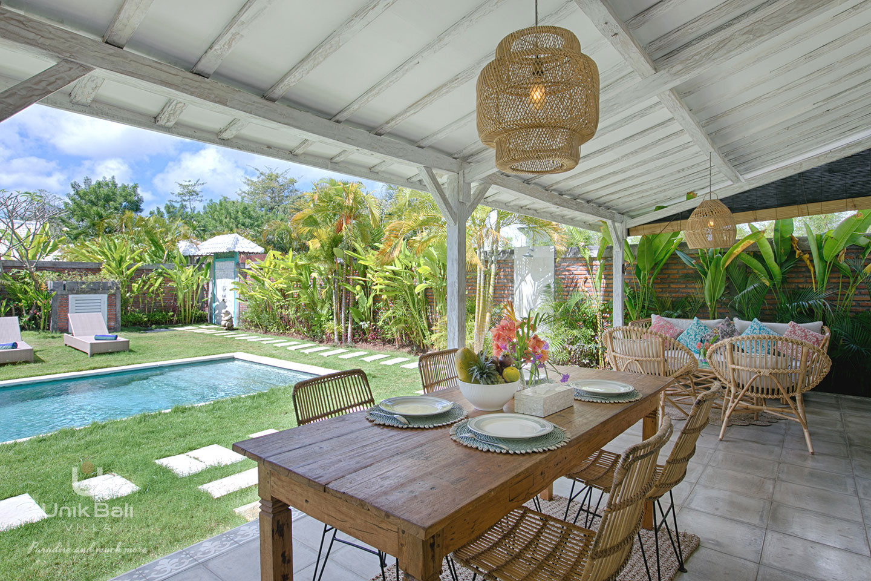 unik-bali-villa-for-rent-grey-damai-open-terrace-private-garden