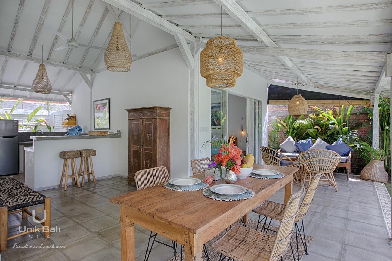 unik-bali-villa-for-rent-grey-damai-open-dining-area-terrace