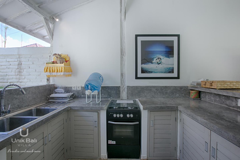 unik-bali-villa-for-rent-grey-damai-equipped-kitchen