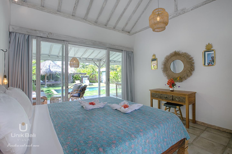 unik-bali-villa-a-louer-grey-damai-vue-jardin-chambre-1
