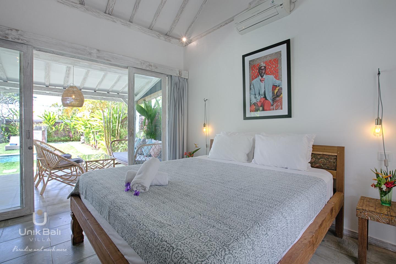 unik-bali-villa-for-rent-grey-damai-bedroom-2-view-garden