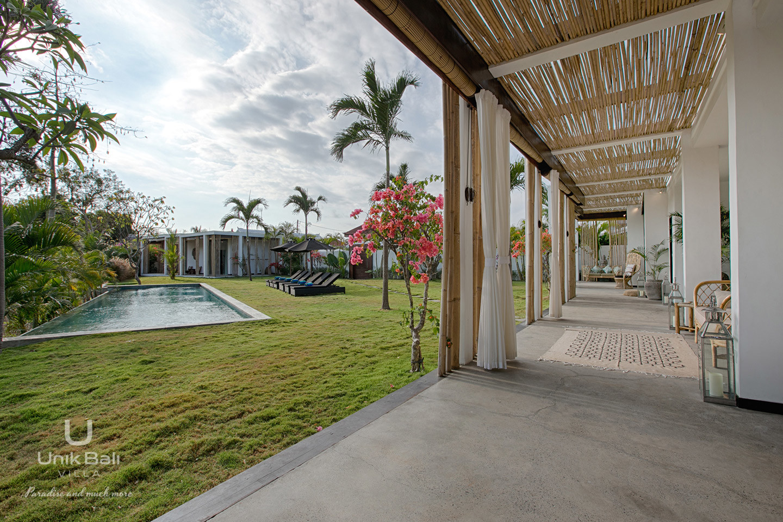 unik-bali-villa-for-rent-samudra-terrace-outdoor-view