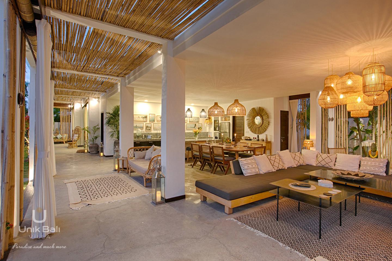 unik-bali-villa-for-rent-samudra-terrace-interior-view