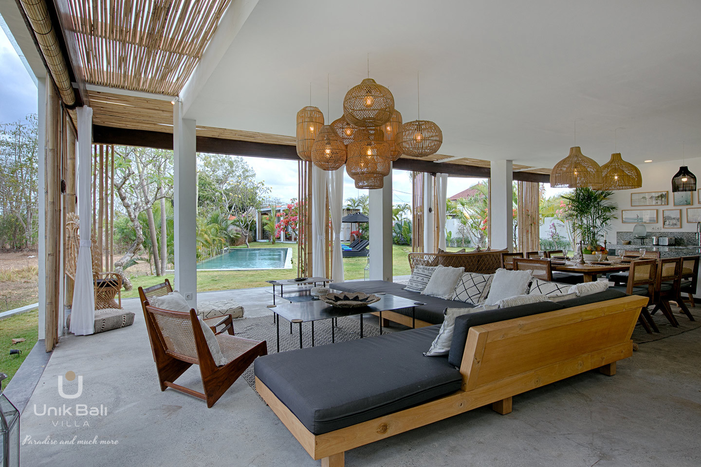 unik-bali-villa-for-rent-samudra-pool-view-living-room
