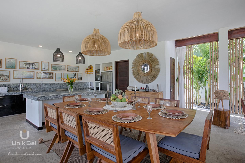 unik-bali-villa-for-rent-samudra-dining-area