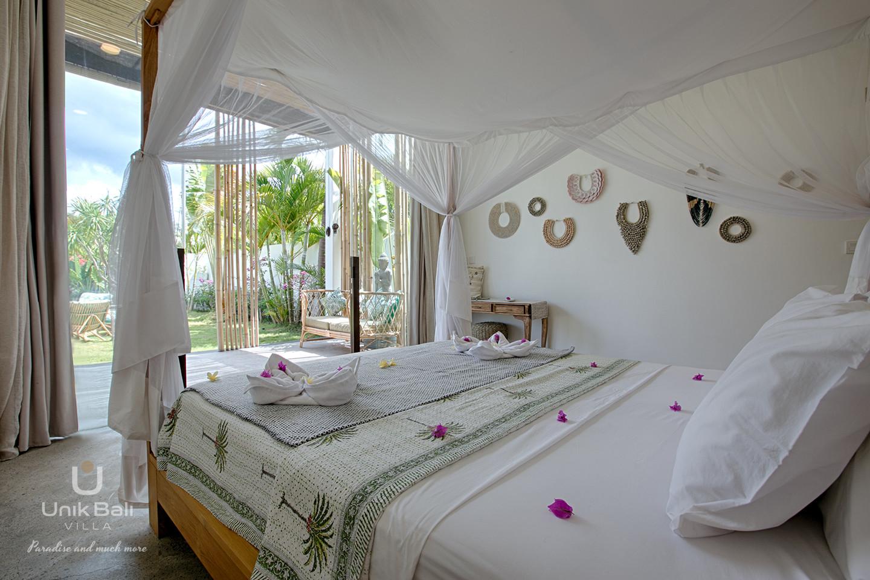 unik-bali-villa-for-rent-samudra-garden-view-bedroom-1