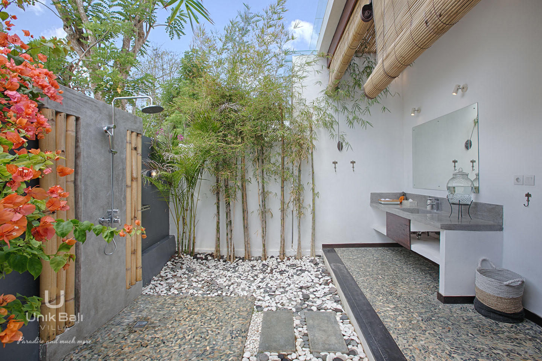 unik-bali-villa-for-rent-samudra-bathroom-1