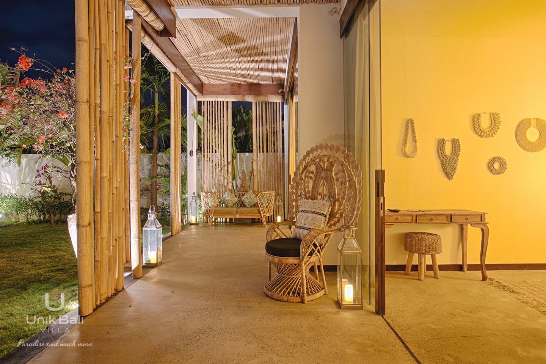 unik-bali-villa-for-rent-samudra-view-terrace-bedroom-2