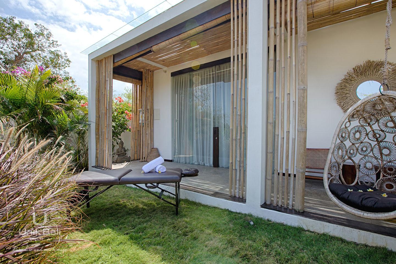 unik-bali-villa-for-rent-samudra-terrace-massage-table