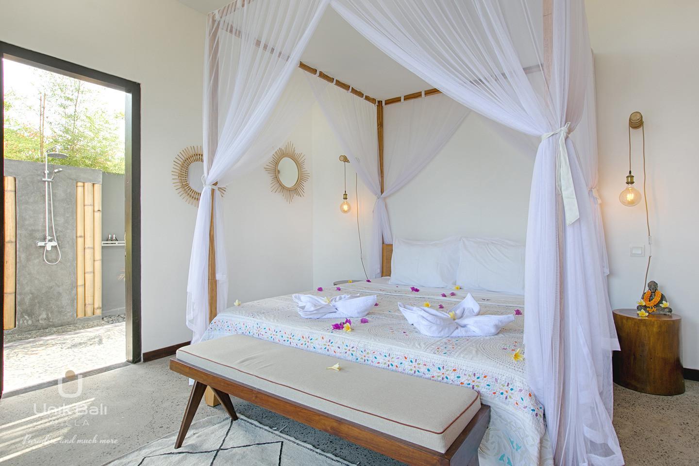 unik-bali-villa-for-rent-samudra-bedroom-bathroom-3