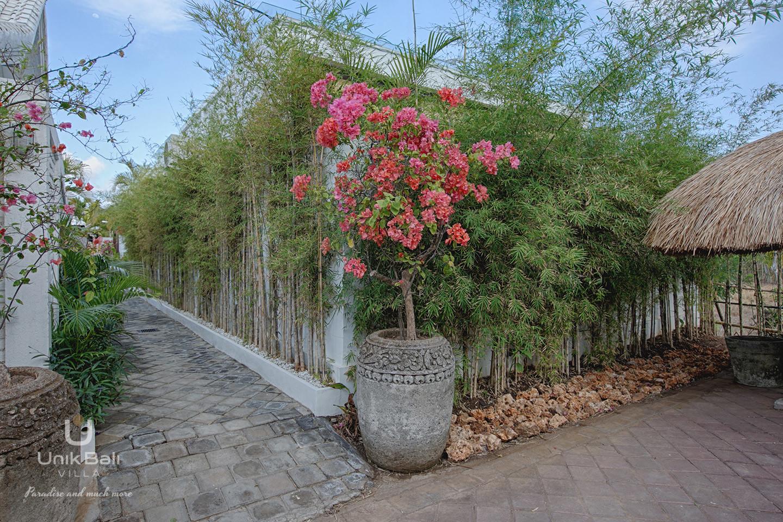 unik-bali-villa-for-rent-samudra-parking-acess