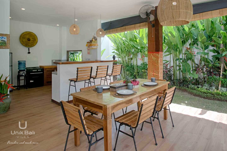 unik-bali-for-rent-shiva-bali-dining-area