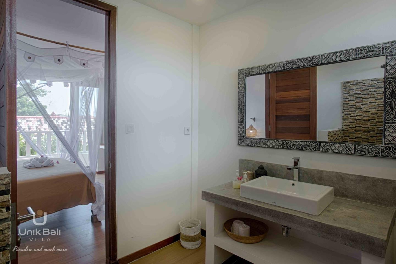 unik-bali-for-rent-shiva-bali-private-bathroom-bedroom-1