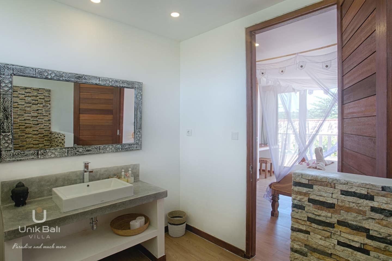 unik-bali-for-rent-shiva-bali-private-bathroom-bedroom-2