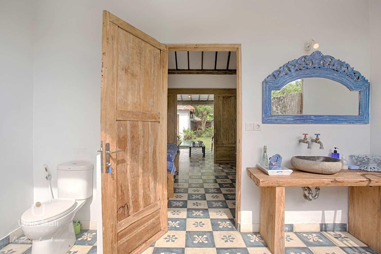 unik-bali-villa-for-rent-indigo-private-open-air-bathroom
