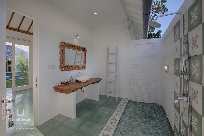 unik-bali-villa-a-louer-maiko-et-indigo-salle-de-bain-plein-air