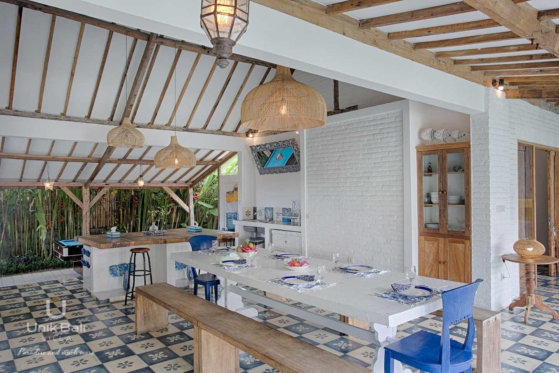 unik-bali-villa-for-rent-indigo-equipped-kitchen-dining-area