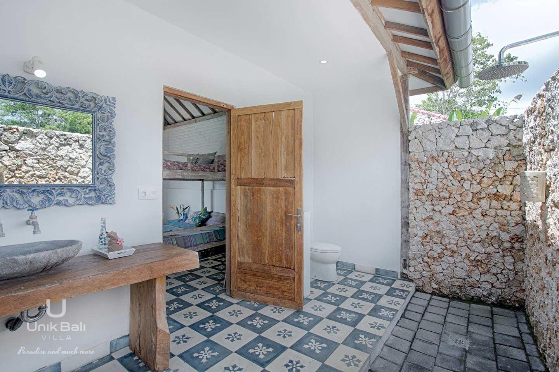 unik-bali-villa-a-louer-maiko-et-indigo-salle-de-bain-ouverte