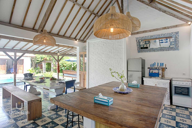 unik-bali-villa-for-rent-indigo-equipped-kitchen